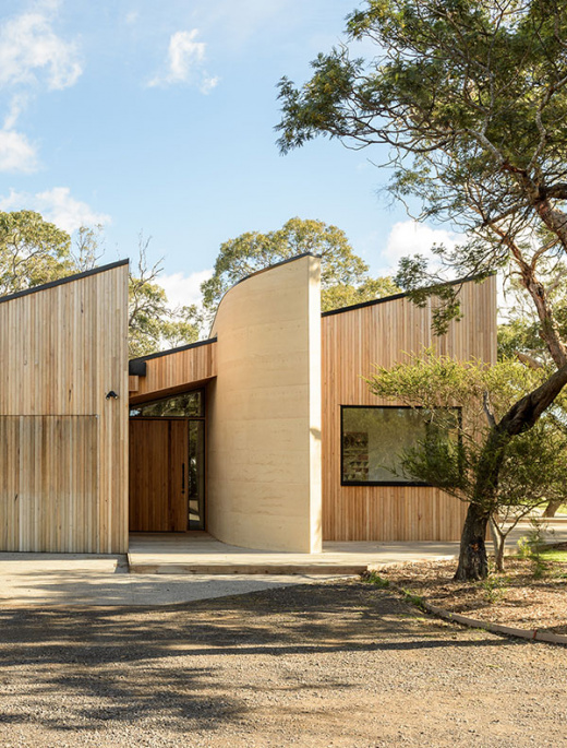 A Home That Blends Seamlessly Into Its Bushy Surrounds